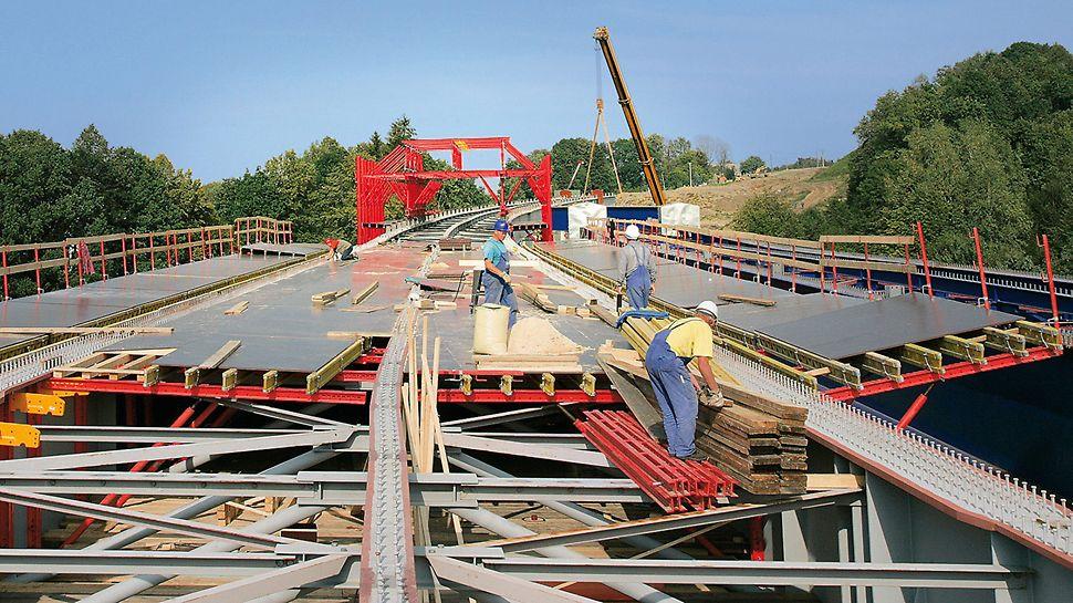 Brücke Tošanovice-Žukov, Ostrava, Tschechien - VARIOKIT Systembauteile sorgten auch bei der Herstellung des Aufweitungsbereichs für eine wirtschaftliche Schalungslösung.