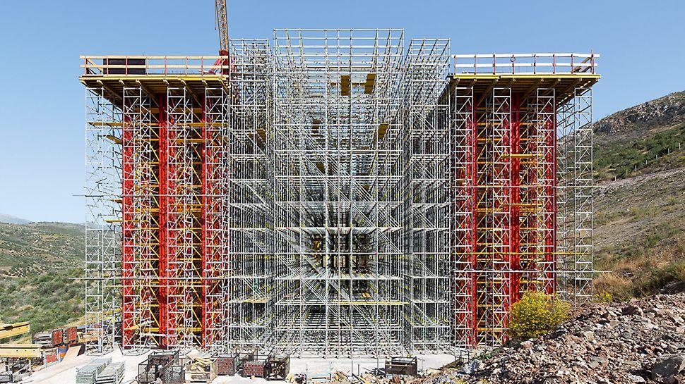 Die beiden Tragsysteme VARIOKIT Schwerlastturm und PERI UP Rosett Flex werden exakt auf die statischen und geometrischen Anforderungen abgestimmt.