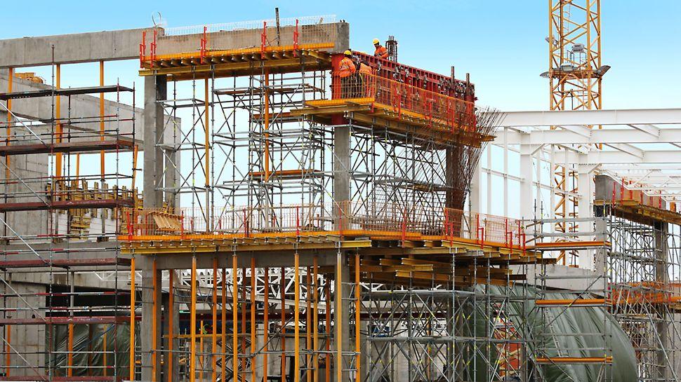 Centrum Handlowe Janki - przykład deskowania belek obwodowych z wykorzystaniem systemu wież podporowych PERI UP - fotografia
