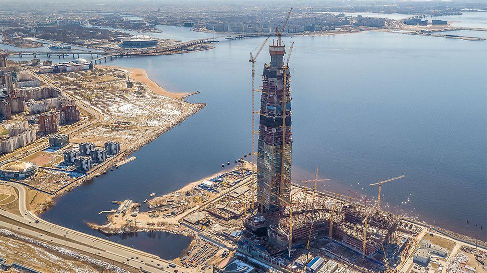 Spektakularan položaj direktno na finskom zalivu doneo je sa sobom poseban izazov. Postavljanje temelja nije bilo komplikovano samo zbog visine buduće građevine i velikog opterećenja vetrom, već i zbog same strukture tla.