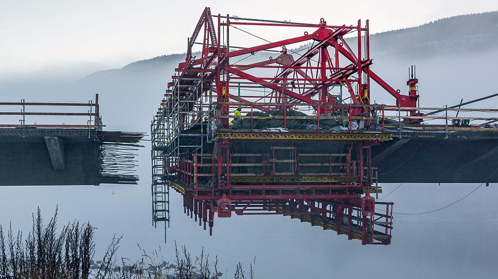 Most Harpe Bru: Během plánování zohlednili technici PERI především vedení závěsů vázané na jednotlivé lamely, aby mohlo být zabráněno kolizím s vozy pro letmou betonáž.