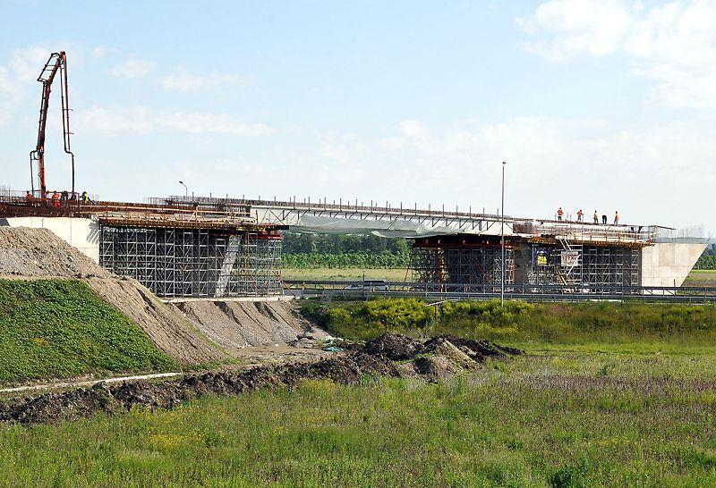 Pod supratraversare peste autostrada A3