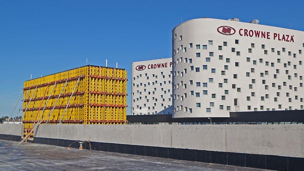 Crowne Plaza гараж стоянка