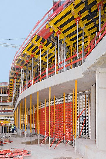 ADAC centrala, Minhen, Nemačka - ispod zidova naredne etaže postavljani su HD 200 podupirači za velika opterećenja koji su prenosili i do 400 kN/m linijskog opterećenja i idealno zamenili privremene podupirače.