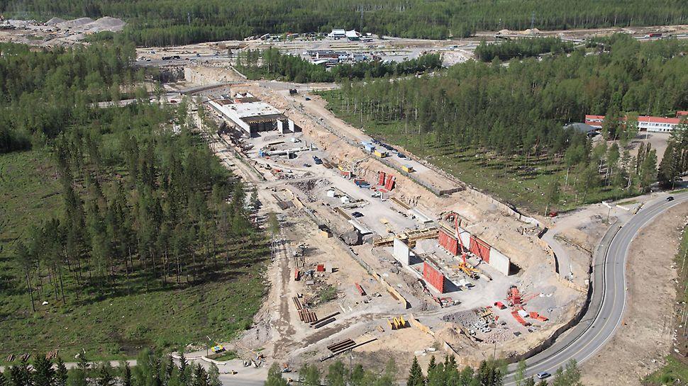Kivistön asema sijoittuu aivan Hämeenlinnan moottoritien viereen.