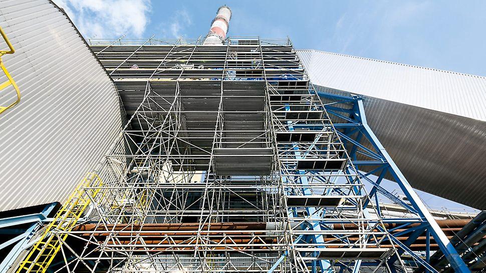 Centrale di Kozienice, Polonia - Con l'impalcatura modulare PERI UP Flex sono state allestite piattaforme di servizio sicure, alte fino a 30 m, per i lavori di coibentazione