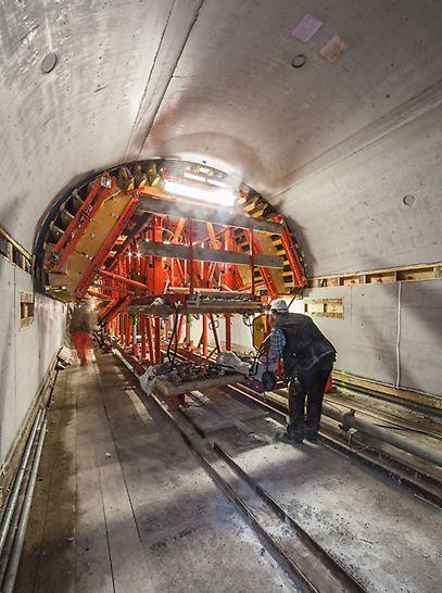 VARIOKIT konstrukcija za oplatu svoda fleksibilno se prilagođavala specifičnostima Elba tunela.