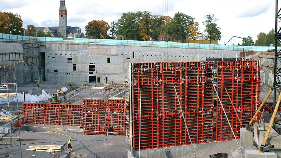 Projektin seinämuottimäärä vaihteli 2000 - 3000 m² välillä, ja parhaimmillaan seiniä valettiin suurina, kolmen kerroksen valuina.