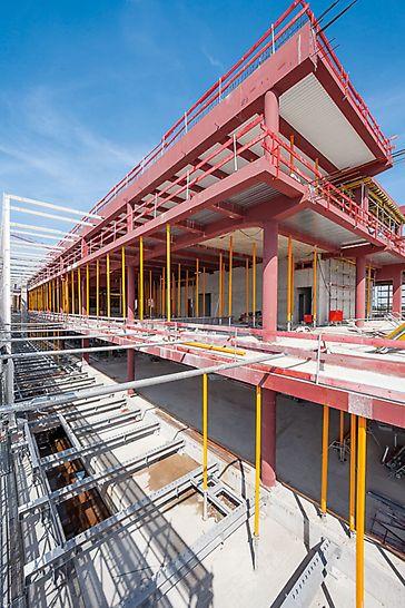 Extinderea Aeroportului Munchen, Germania - Mai mult de 4,500 de popi pentru planșeu MULTIPROP au preluat sarcinile rezultate din susținerea structurii metalice. Popii extensibili până la 6.25 m cântăresc doar 35 kg și pot fi manevrați manual.