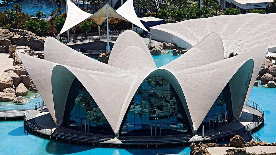 Restaurante Flotante Submarino, Valencia, España - Inspirado en los diseños de Félix Candela, el restaurante submarino, con capacidad para 500 comensales, da la impresión de estar flotando.