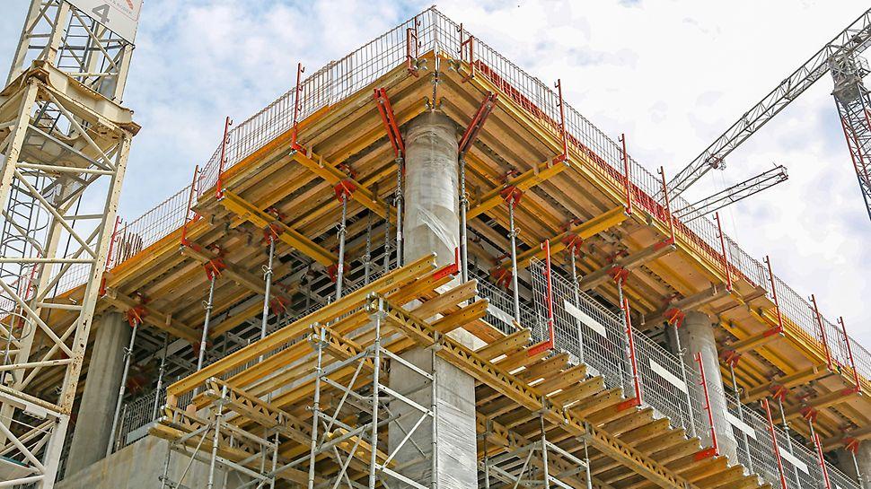 Wykorzystanie stolików stropowych z głowicą uchylną zapewnia bezpieczną pracę.