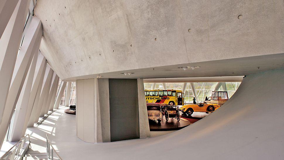 Muzej Mercedes-Benza, Stuttgart, Njemačka - 20. svibnja 2006. godine otvorena su vrata Muzeja Mercedes-Benza za posjetitelje iz cijelog svijeta.