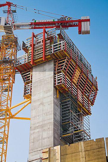 Porta Nuova Garibaldi, Mailand, Italien - Die PERI Ingenieure integrierten in die ACS Plattformen eine Zugangslösung auf der Basis des PERI UP Rosett Modulgerüstsystems.