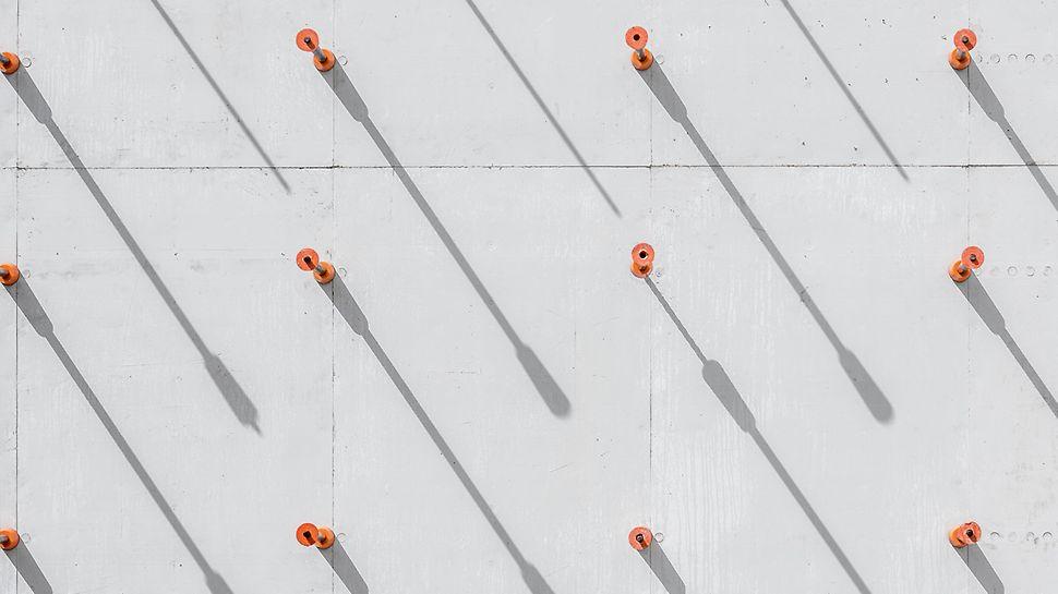 Concrete House : Les ancrages DK forment un motif régulier sur la surface du béton.