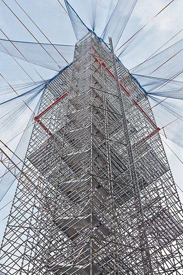 Gegenläufig montierter Treppenturm mit PERI UP Komplettlösung
