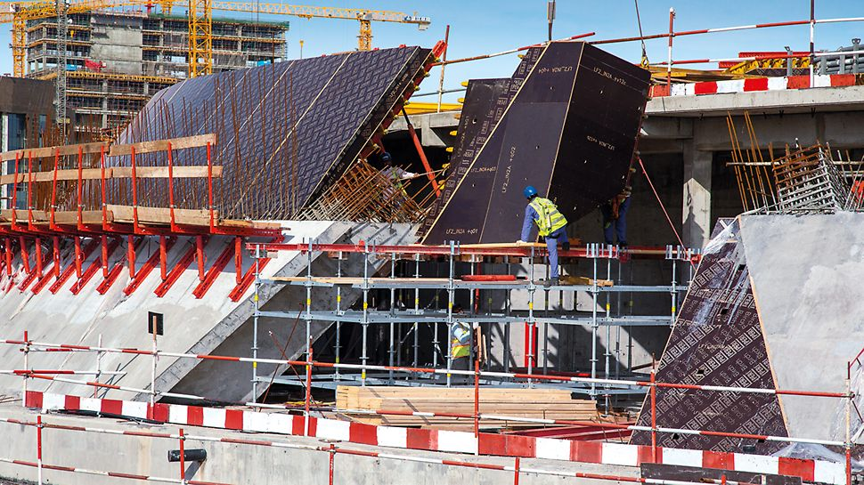 PERI UP Flex served as support shoring for the free-form formwork and provided safe working conditions as large-sized working platforms.