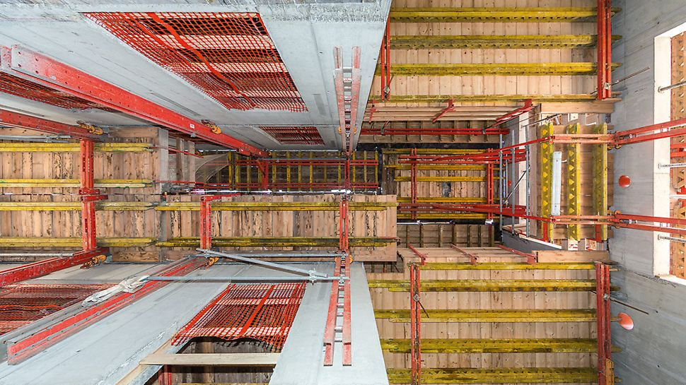 The PERI climbing formwork solution for the high-rise core was based largely on the crane-independent working RCS Rail Climbing System, combined with a self-climbing ACS Platform Unit as well as crane-climbed CB Climbing Platforms and BR Shaft Platforms.