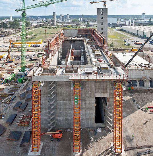 Tepelná elektrárna na náhradní palivo Spremberg: Tepelnou elektrárna ve Sprembergu charakterizují masivní betonové části stavby. Další výzvou při výstavbě byly velké výšky a zatížení.