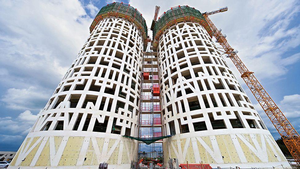 """Obchodní centrum Herkulovy věže: Po celé výšce jsou do betonové fasády včleněna silně zvětšená písmena tvořící nápis """"Non plus ultra""""."""