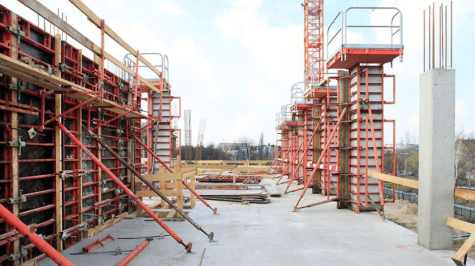 Deskowanie słupów krawędziowych w systemie QUATTRO, spełniało najwyższe wymagania jakości powierzchni betonu.