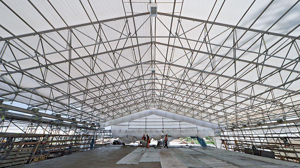 PERI UP Flex Wetterschutzdach: Sicherer Schutz vor Witterungseinflüssen erhöht die Effizienz und die Ergebnisqualität der Baustelle.