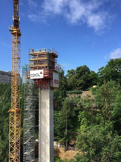 PERI  fut sollicité pour la construction complexe de la tour et de la salle des machines, un exploit en matière d'ingénierie et de technique d'ancrage