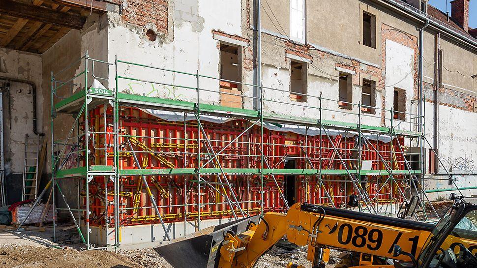Für die Herstellung der über 3 m hohen Stahlbetonaußenwand wurde die DUO als leichte Innenschalung in Kombination mit der TRIO Struktur als Außenschalung eingesetzt.