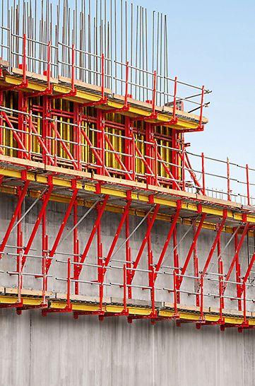 Ausbau Schleusenanlagen Panamakanal - Wesentliches Element der PERI Lösung ist das neue SCS Klettersystem – mit einfacher Handhabung und zum Abtrag hoher Lasten.