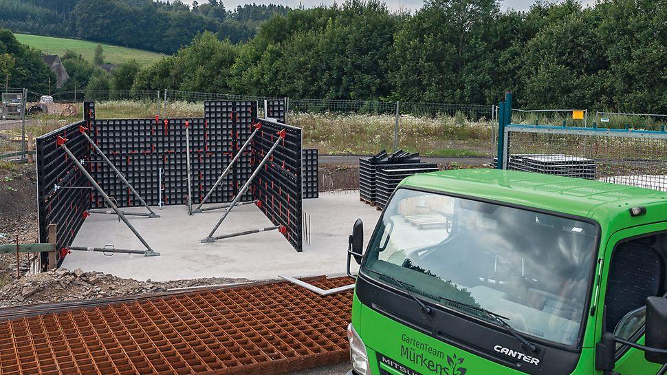 PERI DUO im Einsatz im Garten- und Landschaftsbau: Fixierte DUO Paneelen zum Schalen der Wände für das Schüttgutlager.