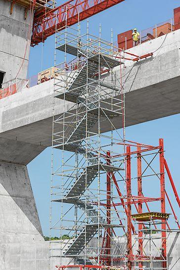 Die PERI UP Treppentürme auf der Baustelle der Ohio River Bridge, Louisville, Kentucky, USA