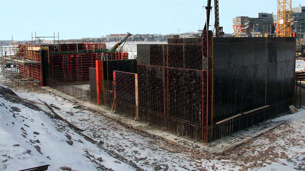 Massiiviset perustukset valettiin TRIO-seinämuottijärjestelmää käyttäen.