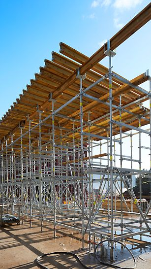De PERI UP Flex steigers ondersteunden de VT 20 K draagbalken van hoogwaardig hout met stalen verstevigingen op de uiteinden.