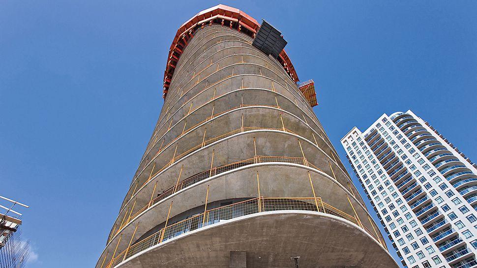 Absolute Tower jih: poslední tři rozestavěné podlaží jsou zcela uzavřené.