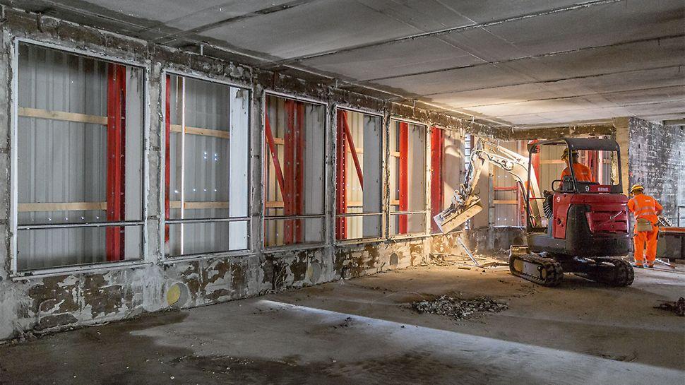 Die PERI Schutzwand umschloss die drei jeweils obersten Hochhausgeschosse und ermöglichte auch in großer Höhe die sichere und effiziente Ausführung aller Arbeitsschritte.