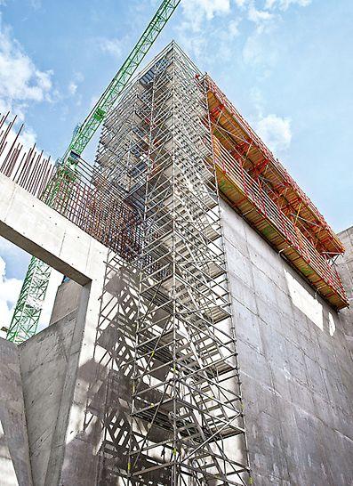Tepelná elektrárna na náhradní palivo Spremberg: Bezpečně a rychle až do výšky 60 m – se schodištěm PERI UP žádný problém. Jednotlivá ramena, široká 75 cm, bylo možné osadit velmi rychle.