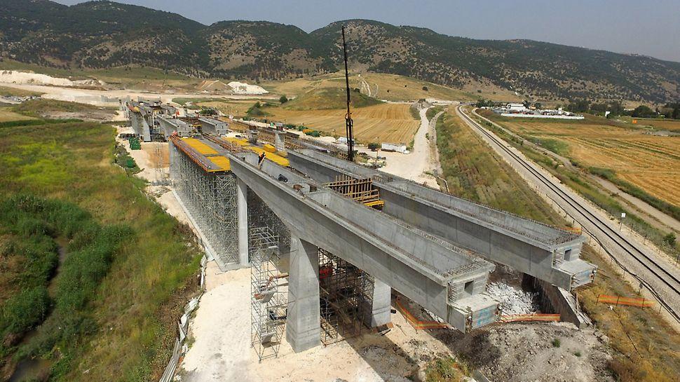הגשר מתוכנן כ-2 גשרים המרוחקים זה מזה כ-6 מטר, רוחב כל גשר כ-15 מטר ואורכו כ 600 מטר