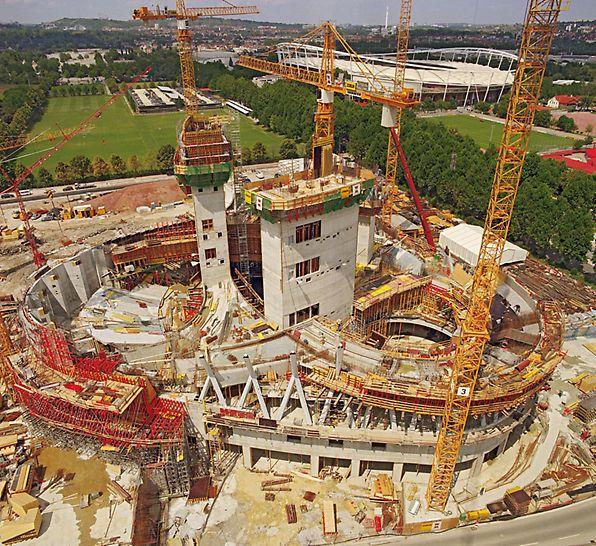 Muzej Mercedes-Benza, Stuttgart, Njemačka - velike količine oplatnog materijala i kratko vrijeme gradnje zahtijevali su maksimalan angažman svih sudionika.
