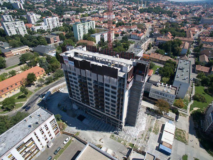 A legfelső 16 emelet bontásához összesen 36 db, 9 m magas RCS-P védőpalánk került felszerelésre a bontandó szintek köré, mely 7 hónapon keresztül volt használatban.