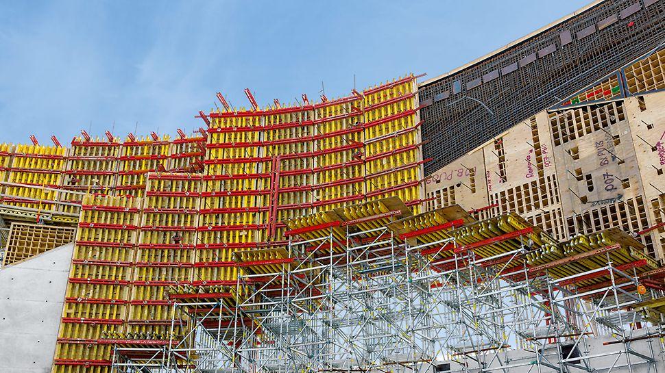 Više od 9.000 m² VARIO GT 24 zidne oplate od drvenih nosača bilo je neophodno, kako bi se realizovali zakrivljeni zidovi Nacionalnog memorijalnog centra i muzeja veterana.