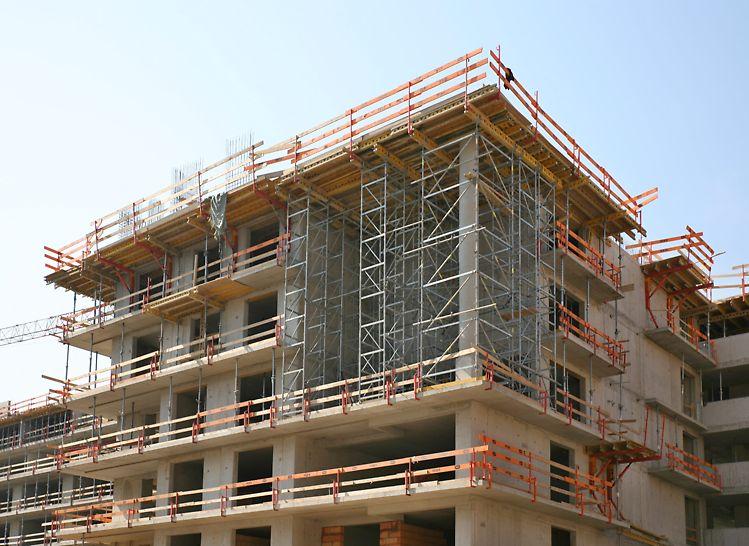 Bytový projekt ByTy Malešice 2. etapa, Praha Podepření systému MULTIFLEX přes výšku 3 pater věžemi ST 100 a modulovým lešením PERI UP Rosett.