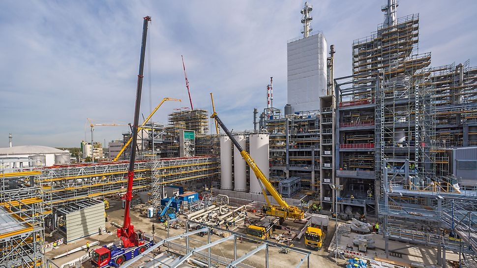 The large-scale industrial project in Ludwigshafen places high demands on the project management and, in particular, the scaffolding construction itself.