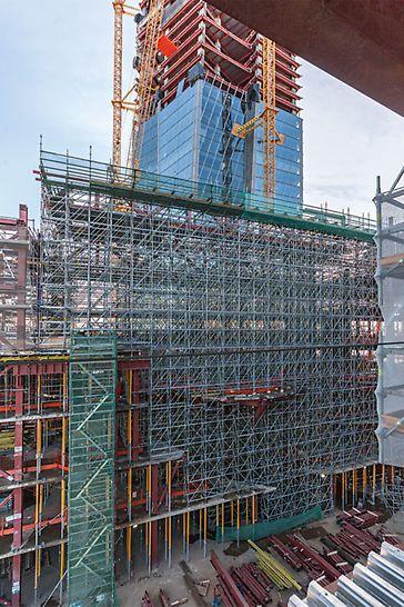 PERI rešenje takođe sadrži različite varijante nosivih skela, koje se koriste u izgradnji ovog višenamenskog objekta. Korišćenjem modularne PERI UP Flex skele moguć je prenos velikih opterećanja sa velikih visina.