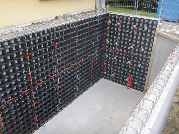 Ein- und doppelhäuptige Wand eingeschalt.