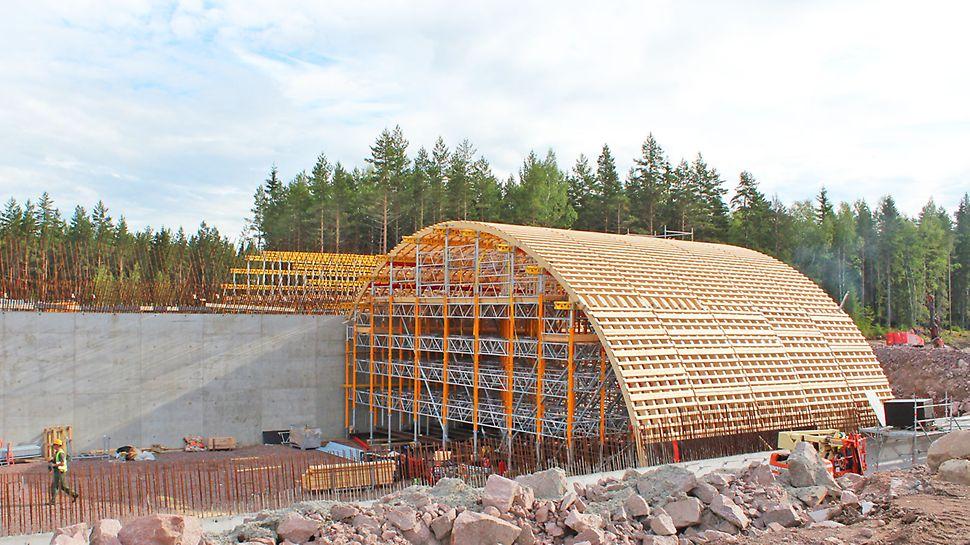 PERI:n kalustolla rakennettiin yhteensä 5 vihersiltaa.
