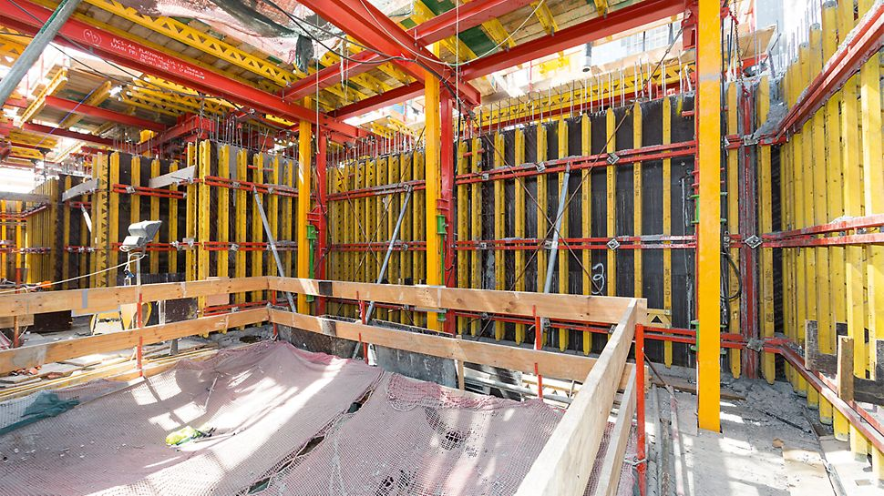The PERI climbing formwork solution is based on different ACS versions which are individually adjusted to the project requirements. The centerpieces are the climbing hydraulics with the ACS climbing system.
