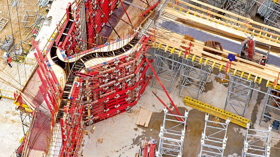 Tempel der göttlichen Vorsehung, Warschau, Polen - Maßgenau vorgefertigte Sonderelemente innerhalb der TRIO Rahmenschalung zur Formgebung der geschwungenen Gebäudegeometrie.