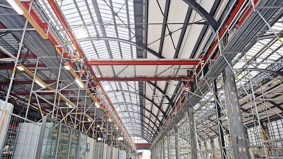 Bild der PERI Schutzdach-Plattformen.