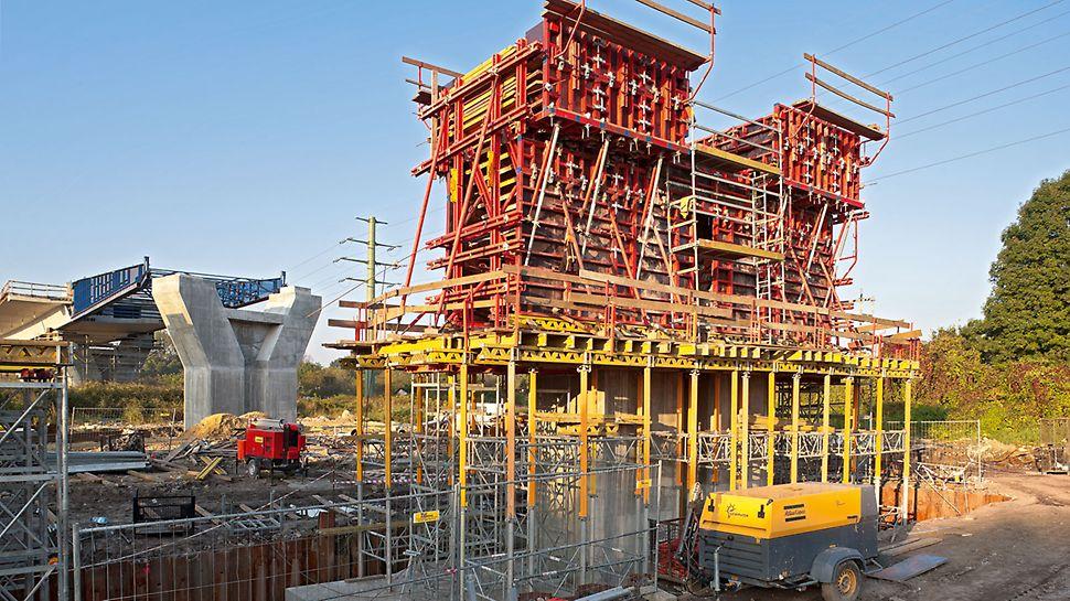 Deskowanie podpory pośredniej za pomocą kombinacji TRIO, VARIO oraz MULTIPROP pozwoliło zmniejszyć ilość etapów betonowania z trzech do jednego.