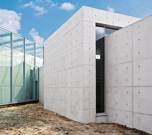 Langen Foundation, Neuss-Hombroich, Njemačka - na muzejskom otoku Hombroichu gradi se zgrada koja je i sama umjetničko djelo zbog načina izvedbe betonskih površina.