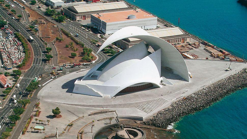 Auditorio de Tenerife, Teneriffa, Spanien - Das Auditorio de Tenerife, welches als Konzerthalle genutzt wird, ist ein Beispiel für die fast unbegrenzten Möglichkeiten, die im Betonbau gegeben sind. Die Schalungstechnik für ein solches Bauwerk ist eine besondere Herausforderung, die unsere Ingenieure auf rationelle und sichere Weise gelöst haben.